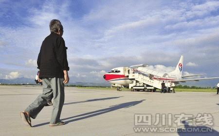 飞机抵达昆明机场
