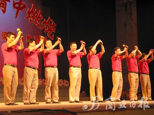 合唱《中国朝前走》中拉开序幕.回民一校、回民中学、凯二、