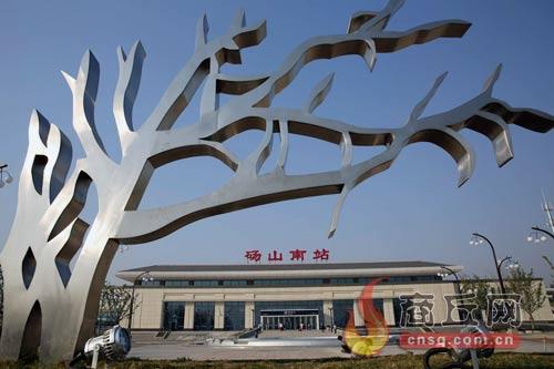 据商丘火车站党办的王鹏介绍,从商丘还可以乘坐其他多趟高铁列车到