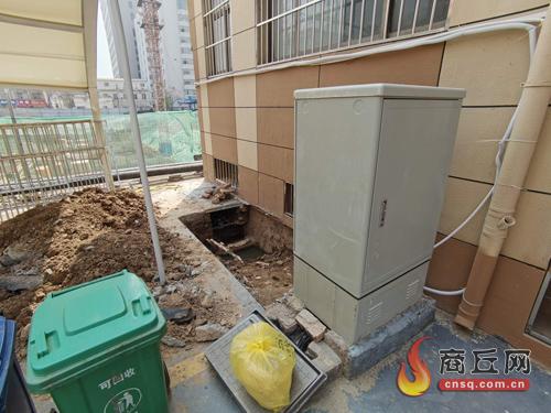 联通公司表示 积极配合居民挪走碍事的电缆柜