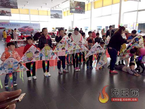 25日,东风雷诺创意diy手绘风筝派对在东风雷诺商丘佳德4s店举行.