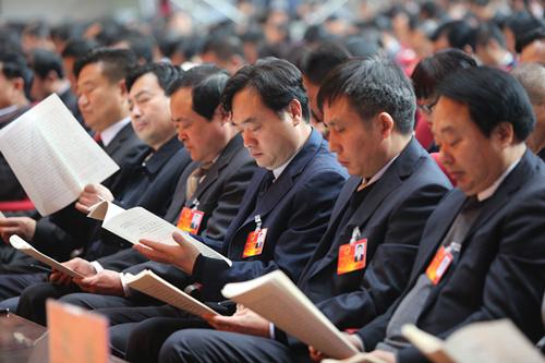 市人民检察院检察长曹忠良和主席团其他成员